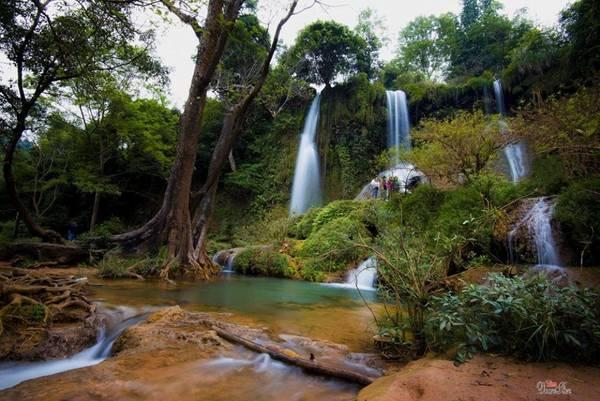 Vẻ đẹp hoang sơ của thác Dải Yếm. Ảnh: Đoàn Tiến