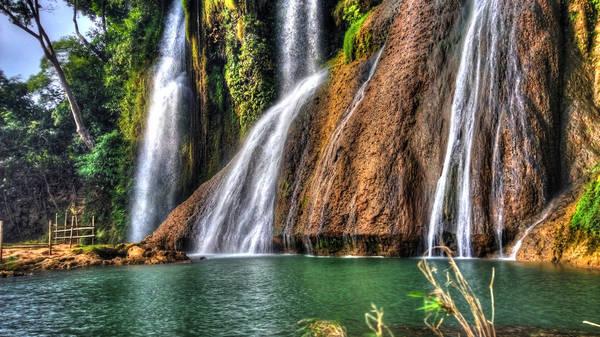 Thác Dải Yếm đẹp nhất vào mùa mưa tháng 4 hoặc tháng 10 hàng năm. Ảnh: Huy Trần/flickr.com