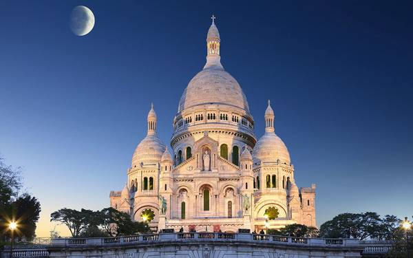 Nhà thờ Montmartre cổ kính với kiến trúc tuyệt đẹp.