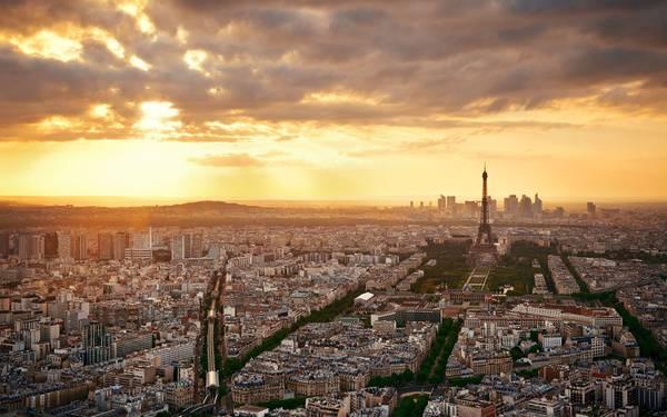 Hoàng hôn buông trên Paris.