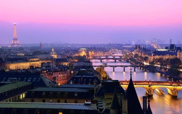 Chiều trên sông Seine lãng mạn, bình yên.