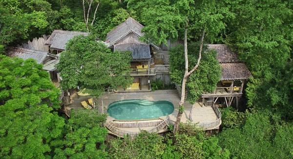 Để thư giãn, bạn có thể chọn Soneva Kirir ở Thái Lan, khách sạn đứng đầu hạng mục châu Á và Ấn Độ. Soneva Kirir có thiết kế mở, hòa lẫn với không gian xanh tươi, tĩnh lặng xung quanh.
