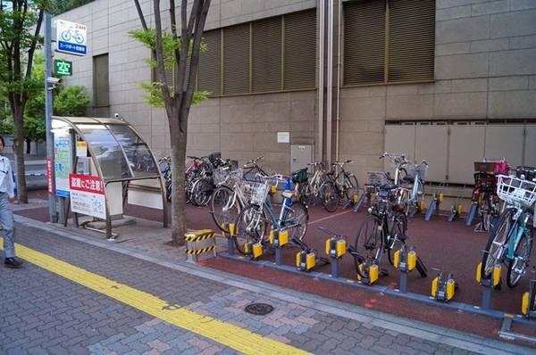 Các điểm khóa xe đạp công cộng: Bất cứ ai cũng có thể sử dụng các bệ khóa này mà không tốn bất cứ khoản phí nào. Ảnh: Urbankchoze/Blogspot.