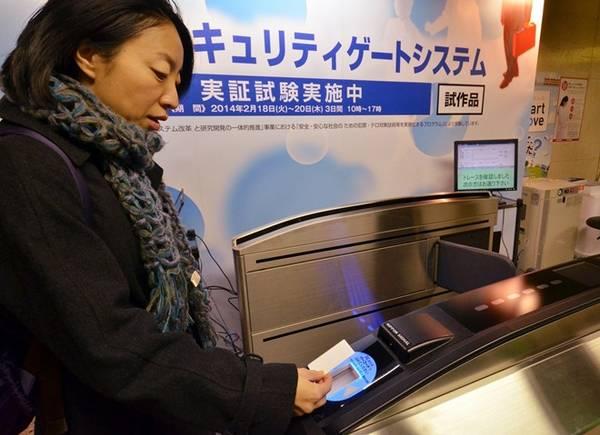 Thẻ tàu điện đa năng: Mỗi thành phố ở Nhật có một hệ thống thẻ khác nhau, nhưng bạn có thể sử dụng thẻ cho tất cả các hệ thống khác. Ngoài ra, thẻ còn có chức năng thanh toán ở các cửa hàng, quán ăn. Ảnh: Citymetric.