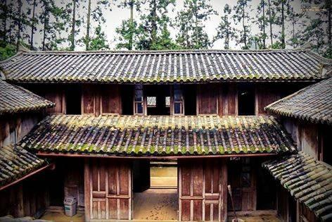 Description: Lâu đài vua Mèo viên ngọc xanh giữa cao nguyên đá Hà Giang. Ảnh: Chính Tông Đoàn Thị.