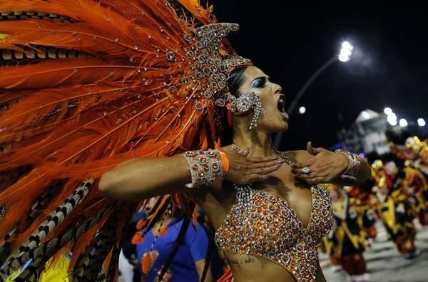Dia de Acao de Gracas, Brazil: Ở Brazil, lễ Tạ Ơn còn khá mới mẻ nhưng được đón nhận một cách nồng nhiệt. Năm 1949, cố tổng thống Gaspar Dutra đã đưa lễ hội này về Brazil sau chuyến thăm nước Mỹ. Dia de Acao de Gracas được tổ chức với những bữa tiệc sôi động, các lễ hội carnival, và không thể thiếu món gà tây. Ảnh: ABC News.