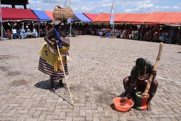Homowo, Ghana: Lễ Homowo trước đây được tổ chức để đánh dấu điểm kết thúc của một thời kỳ đói kém của người Ga, với súp hạt dẻ, cá và món Kpokoi truyền thống. Lễ hội diễn ra vào khoảng tháng 8, tháng 9, với những điệu nhảy, bài hát truyền thống, cùng màn biểu diễn trống ấn tượng. Ảnh: News.