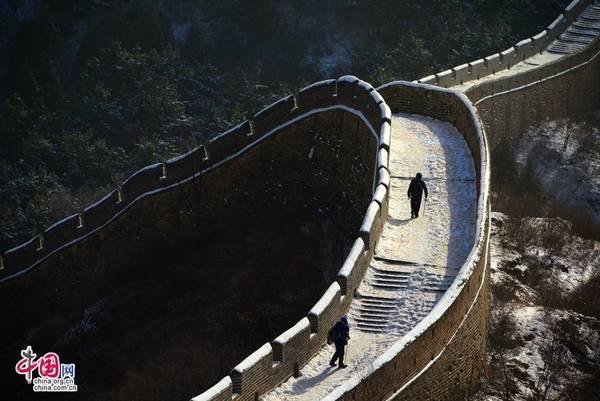 Tuyết trắng xóa phủ đầy lối đi... Ảnh: Zhongguo Wang