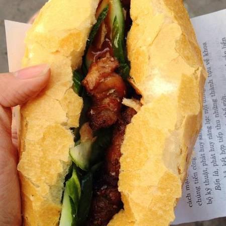 Bánh mì thịt xiên nướng đã trở thành một nơi hấp dẫn các tin đồ nghiền thịt xiên. Ảnh: yesgo