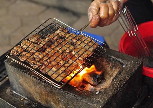 Bún chả là món ăn đặc trưng, lâu đời của người Hà Nội. Ảnh: Hoàng Nhi