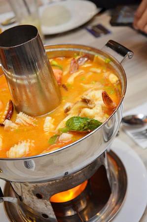 Lẩu Thái với vị đặc trưng là chua và cay.