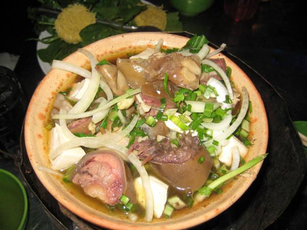 Lẩu bò là lạ ở Đà Lạt, khác hẳn hương vị các quán lẩu khác trên khắp nước. Ảnh: blogspot.