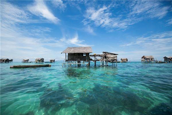 Bên cạnh Tabbalanos, Réhahn cũng đã đến thăm quần đảo Mabul bao gồm các ngôi làng Omadal, Sibuan, Maiga và Tagatan. Ảnh: Réhahn Croquevielle