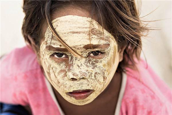 Borak là một loại kem được phụ nữ Bajau sử dụng để bảo vệ làn da của mình khỏi ánh nắng mặt trời. Ảnh: Réhahn Croquevielle