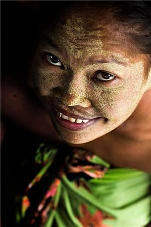 Phụ nữ độc thân sử dụng borak với mong muốn giúp họ có thể tìm được một người chồng. Ảnh: Réhahn Croquevielle