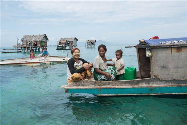 Nhiếp ảnh gia Réhahn cảm thấy rất hào hứng vì đã gặp được tộc người Bajau cũng như tìm hiểu về nơi họ đang sinh sống. Ảnh: Réhahn Croquevielle