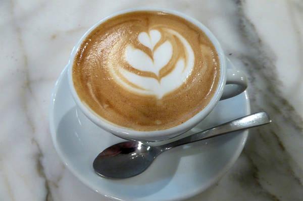 Một ly cà phê ngắm thành phố là điều rất tuyệt vời.