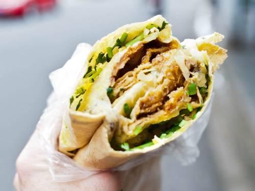 Jianbing là một trong những đồ ăn vặt ngon và được ưa chuộng nhất ở Trung Quốc. Ảnh: Seriousseat