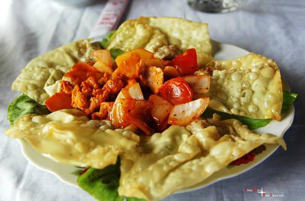 Hoành thánh là món ăn của người Hoa nhưng tồn tại ở Hội An khá lâu rồi nên cũng thường được coi là một trong những món đặc sản của Hội An. Ảnh: hoian24h