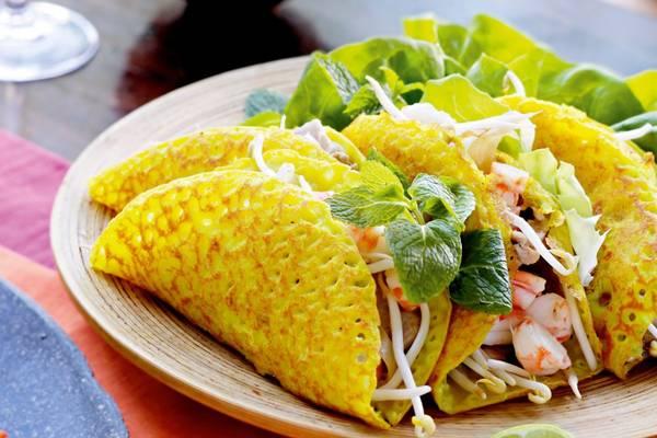 Du khách đến Hội An mà chưa nếm thử bánh xèo thì quả là một điều thiếu sót bởi đây là một nét ẩm thực đặc trưng của người dân phố Hội. Ảnh: vietnamtravelinformation.net