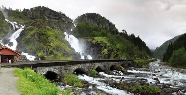 Cầu sáu vòm bắc qua thác Latefossen - Ảnh: panoramio