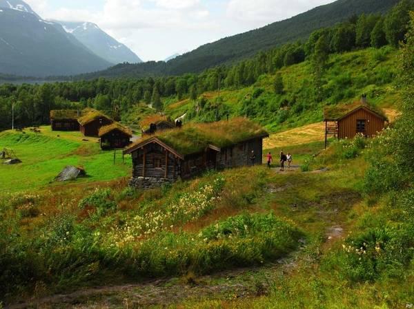 Các căn nhà gỗ, kho thóc... xây dựng trước đây nay trở thành nơi lưu trú mà du khách có thể qua đêm ở Renndolsetra - Ảnh: exviking