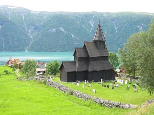 Nhà thờ gỗ Urnes lâu đời nhất Na Uy hiện nay - Ảnh: wiki