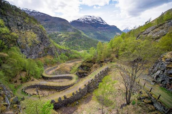 Con đường cổ ở làng Vindhellavegen - Ảnh: wp