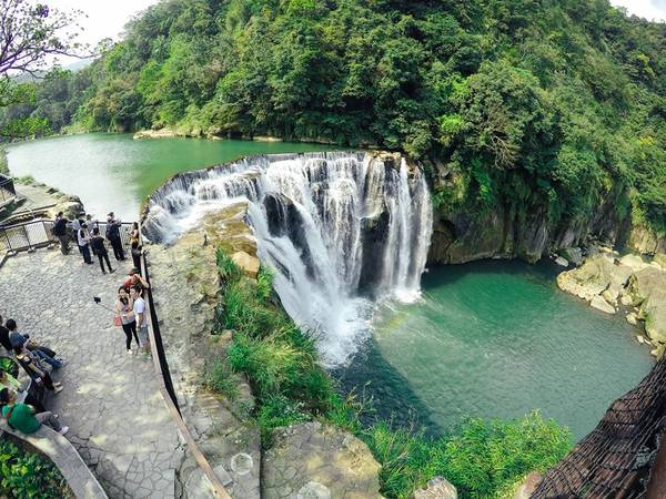 Vẻ đẹp hùng vĩ của thác Shi Fen. Ảnh: Minh Trần