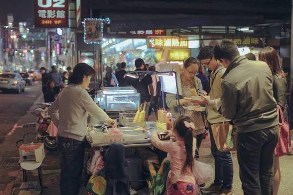 Trên khắp nẻo đường Đài Loan, từ các nhà hàng sang trọng đến những chợ đêm lung linh, du khách có thể thưởng thức những món ngon đến từ mọi vùng miền trên thế giới. Ảnh: Minh Trí
