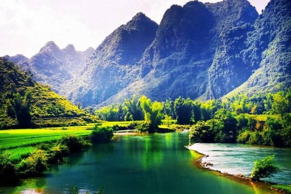 Đi tới đâu ở Cao Bằng du khách cũng dễ dàng bắt gặp khung cảnh thiên nhiên tuyệt đẹp. Ảnh: ST