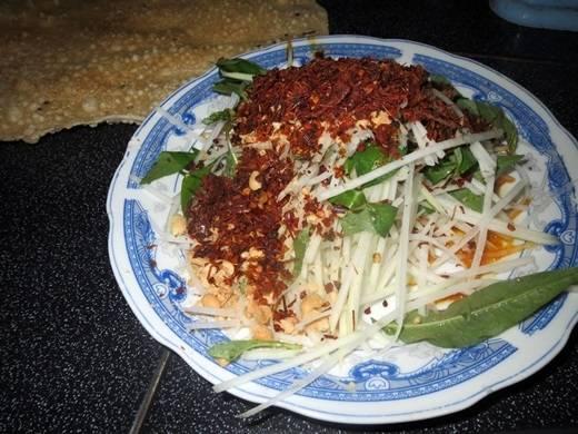 Bò hít của Quảng Ngãi chính là gỏi đu đủ ở Sài Gòn. (Nguồn: Internet)