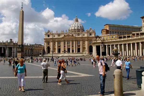 Không thể bỏ qua Vatican.