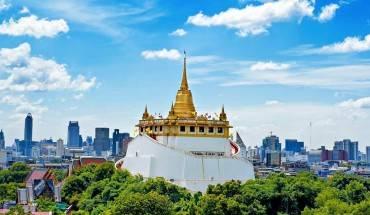 Chùa Wat Saket lộng lẫy nhìn từ xa. Ảnh: Bangkok.com
