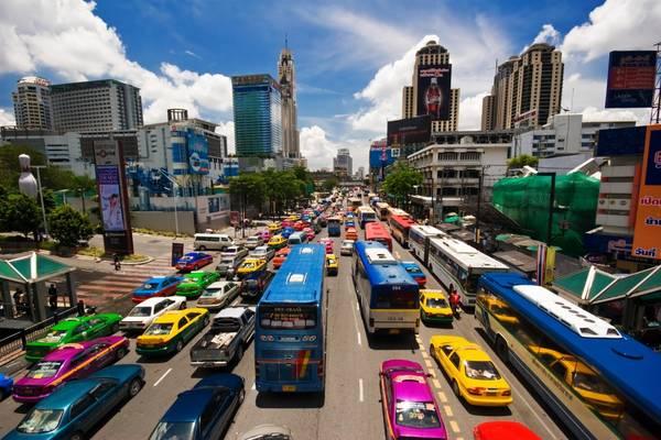 Phương tiện giao thông đa dạng trên đường phố Bangkok. Ảnh: cheapvacationholiday.com