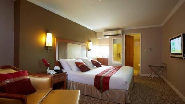 Nasa Vegas Hotel: Khách sạn 3 sao với phòng ốc được trang bị đầy đủ thiết bị và sạch đẹp, sang trọng, View nhìn đẹp với 11 tầng và gần 500 phòng. Điều đặc biệt là nếu bạn book online qua iVIVU.com, sẽ rất dễdàng để nhận được khuyến mãi với giá chỉ vào khoảng 15 USD cho 1 phòng giường đôi.