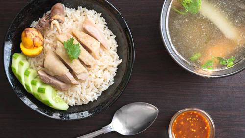 """Cơm gà Hải Nam là món đậm vị gà nhất trong các món gà trên thế giới, không hổ danh """"món gà đệ nhất""""."""