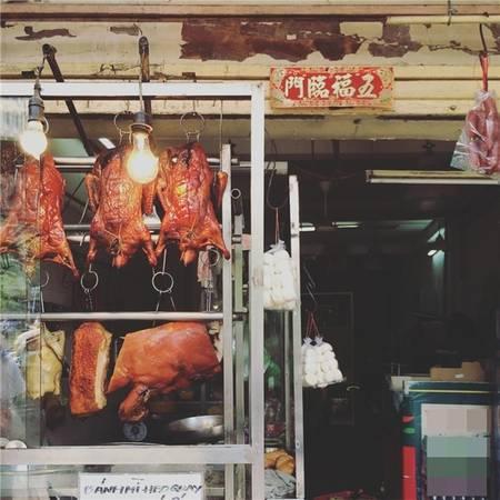 Đâu đó ở khu phố Tây này, có chút gì đó xưa cũ như khu Chợ Lớn. (Ảnh: IG @claratjf)