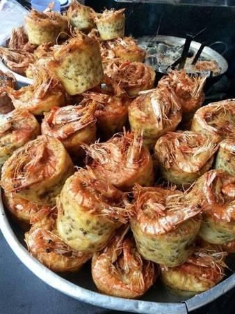 """Từ Sóc Trăng """"lặn lội"""" lên Sài Gòn, bánh cóng làm người ăn nhớ mãi bởi cái nóng sốt, giòn rụm quyện hương thơm bùi béo của đậu xanh với nước chấm chua ngọt nơi đầu lưỡi. (Ảnh: Internet)"""