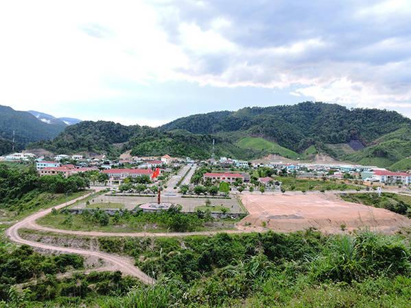 Bức tranh núi rừng tại trung tâm huyện Tây Giang - Ảnh: Thanh Ly