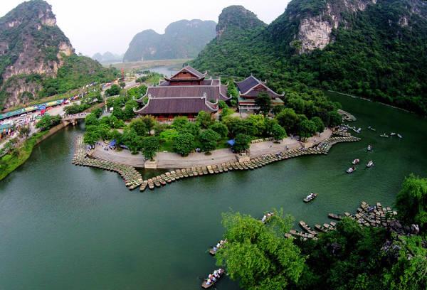 Tràng An là một trong những khu du lịch nổi tiếng nhất của Ninh Bình hiện nay. Ảnh: Travelsense.asia