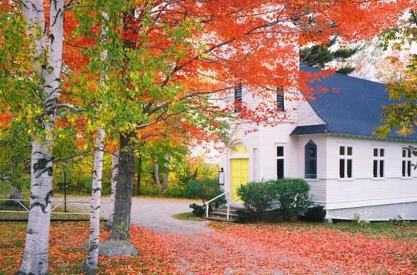 Sugar Hill, New Hampshire Được thành lập vào năm 1962, Sugar Hill là một trong những thị trấn trẻ nhất New Hampshire. Thị trấn được đặt tên theo loại cây được trồng nhiều ở đây: cây lá phong đường. Mùa thu đến, những ngọn đồi ở thị trấn nhỏ này tràn ngập sắc đỏ của những cây lá phong.