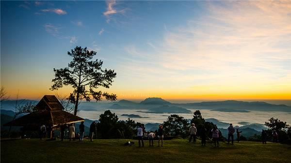Huay Nam Dang không nổi tiếng như Pai nhưng là nơi có biển sương mù đẹp nhất Thái Lan. (Ảnh: Internet)