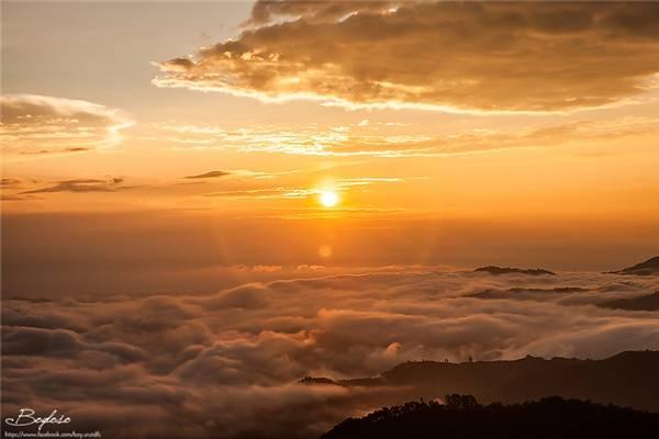 """Doi Kat Phee chỉ mới bắt đầu nổi trong vài năm gần đây và đang dần trở thành điểm du lịch """"vạn người mê"""" khi nhiều du khách đến đây cắm trại đợi ngắm mặt trời mọc. (Ảnh: Internet)"""