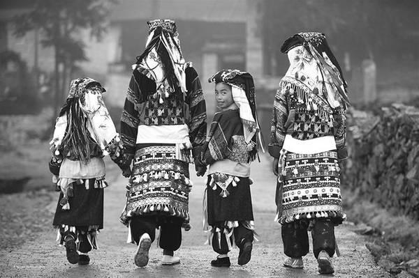 Một gia đình người dân tộc ở phía bắc Việt Nam.