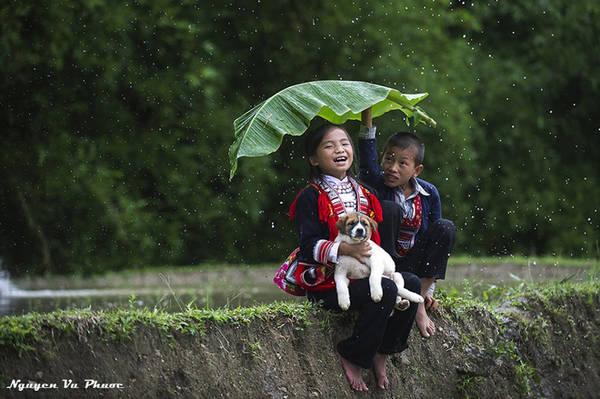 Nét hồn nhiên của trẻ em dân tộc Dao.