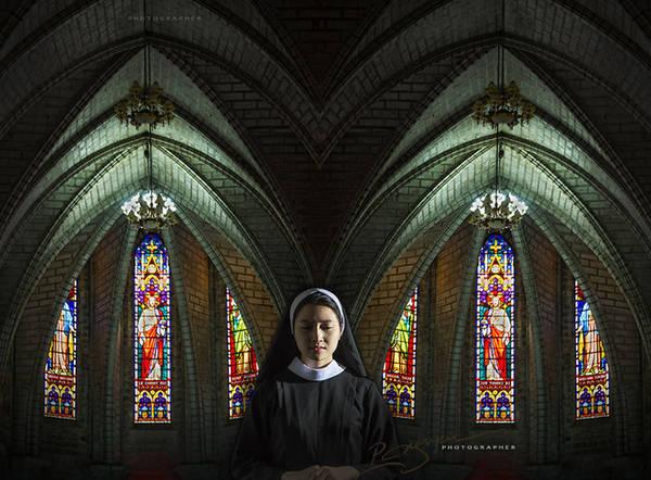 Tác phẩm: The Good Sister (tạm dịch: Người chị tốt bụng) được chụp tại Sài Gòn.