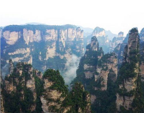 Công viên rừng quốc gia Zhangjiaji, Trung Quốc chính là nguồn cảm hứng để các nhà làm phim Hollywood xây dựng thành thế giới Pandora trong Avatar. Một trong những ngọn núi ở nơi đây cũng được đổi tên thành Núi Avatar Hallelujah.