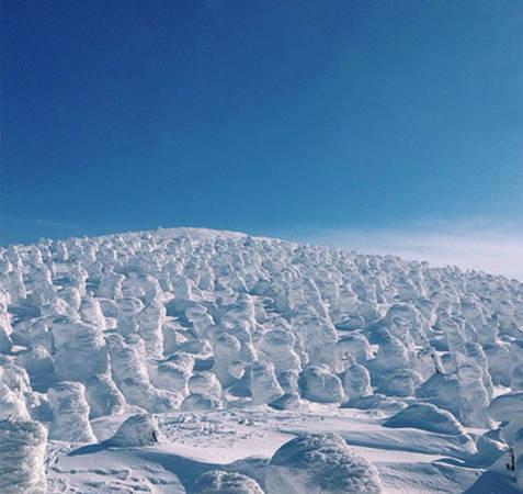 """Bức ảnh này được chụp ở khu nghỉ dưỡng trượt tuyết Zao Onsen - một trong những nơi bạn được ngắm """"tuyết quái vật"""" đẹp nhất Nhật Bản."""