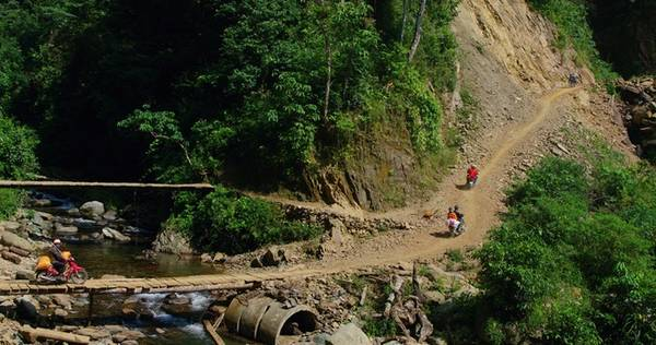 Là xã vùng cao đặc biệt khó khăn của huyện Mường La (lại là một trong những huyện nghèo nhất tỉnh), Chiềng Ân được rất ít người biết đến. Dù cách nhà máy thủy điện lớn nhất Đông Nam Á không xa, nhưng hiện tại rất nhiều nơi trong xã vẫn chưa có điện sinh hoạt.